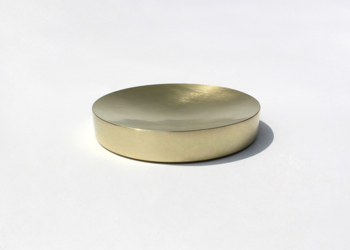 SOLID ROUND TRAY. BRASS, LARGE