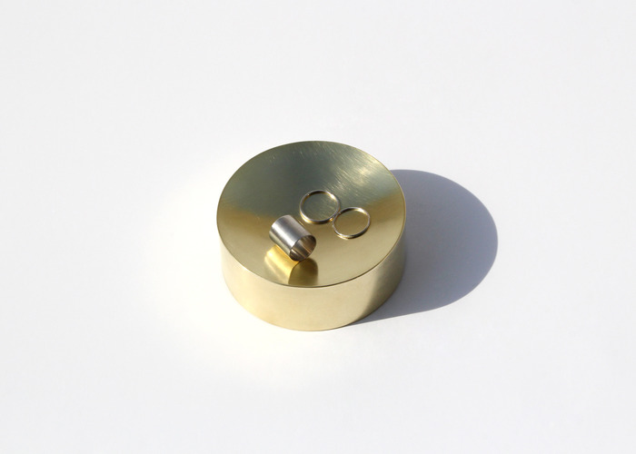 SOLID ROUND CONTAINER. BRASS,  SMALL