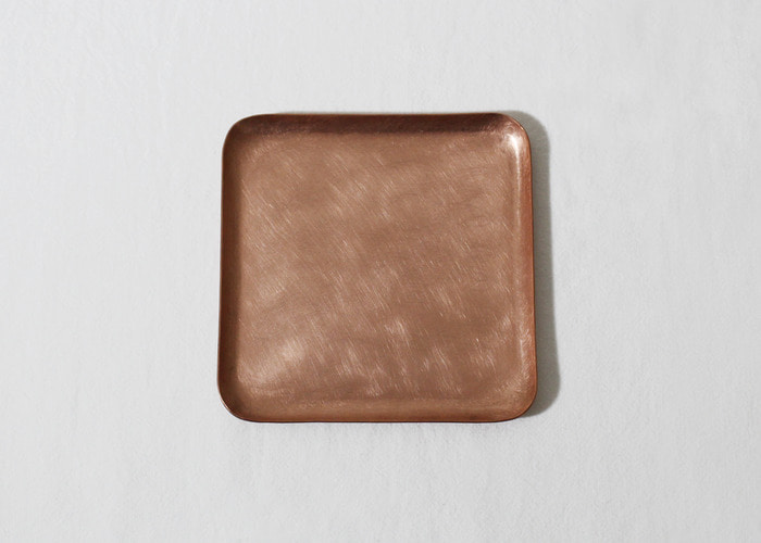HAMMERED TRAY. SQUARE 10x10. COPPER